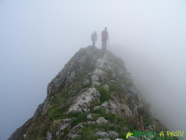 Ruta Sierra del Crespón: Tramo estrecho cerca de Peña Escrita
