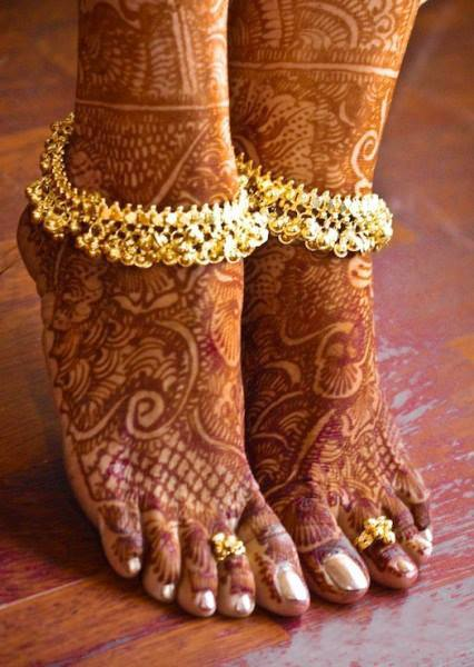 Bridal Mehandi Designs for Legs 5