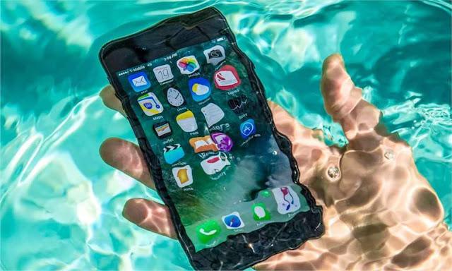 Cara Mengatasi Smartphone Android Yang Terkena Air 6 Cara Mengatasi Smartphone Android Yang Terkena Air/Terjebur Di Air