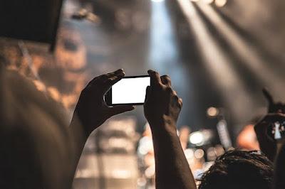 Untuk memulai berjualan Online, Salah satu strategi yang harus di lakukan adalah Dengan menggunakan foto produk kamu, Tentunya harus terlihat menarik di mata pelanggan dengan kualitas   gambar yang jernih dan juga sedikit editan agar terlihat lebih menawan Menghasilkan gambar yang. profesional Tidak harus menggunakan kamera super mahal dan menyewa fotografer, dengan kamera hand phone pun juga bisa. berikut caranya