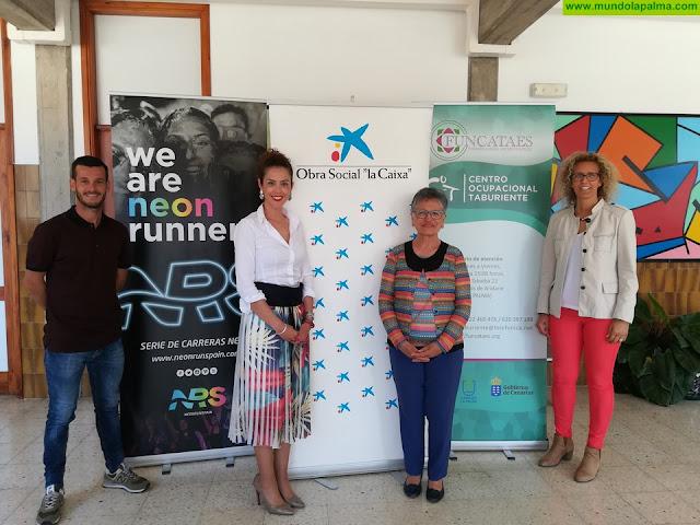 """Obra Social de """"la Caixa"""" y Neon Run Spain entregan a la Fundación Canaria Taburiente Especial parte de la recaudación de la NRS 2019"""