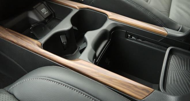 Honda CR-V Hybrid centre console