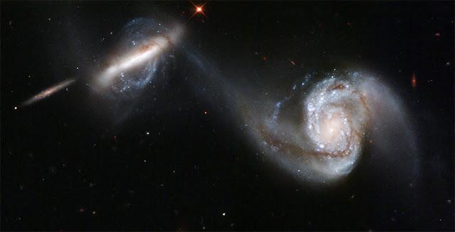 As galáxias em fusão conhecidas coletivamente como Arp 87, na constelação de Leão, estão a 300 milhões de anos-luz da Terra