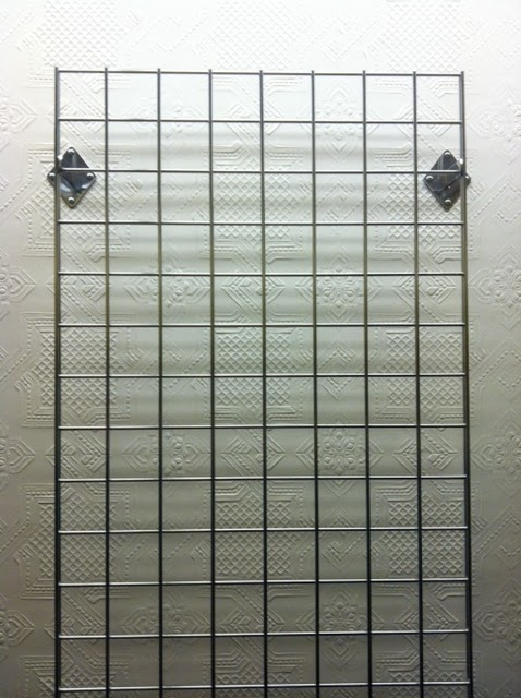 Wire wall rack--wish I had this in my closet!