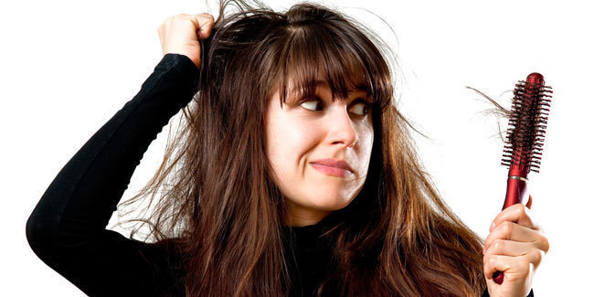15 Alasan Utama Rambut Rontok Pada Wanita