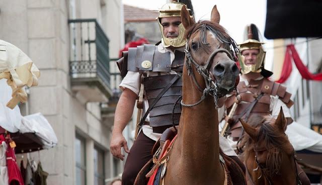 gladiator equites bersiap memasuki arena koloseum