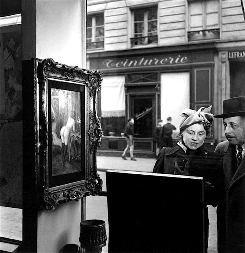 Robert Doisneau An Oblique Look In Front Of The Romis Shop, Rue De Seine, Paris -3172
