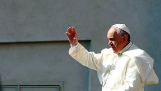 """El portavoz del Papa, Federico Lombardi, expresó ya el """"dolor y horror"""" que sintió en pontífice argentino tras conocer la noticia y después en un telegrama firmado por la Secretaría de Estado del Vaticano se expresó que el Papa estaba particularmente afectado por los hechos."""