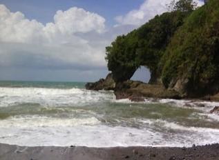 http://www.teluklove.com/2016/11/pesona-keindahan-wisata-pantai-karang_61.html