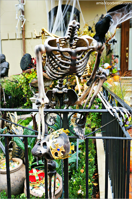 Decoraciones de Esqueletos por Halloween en Back Bay, Boston
