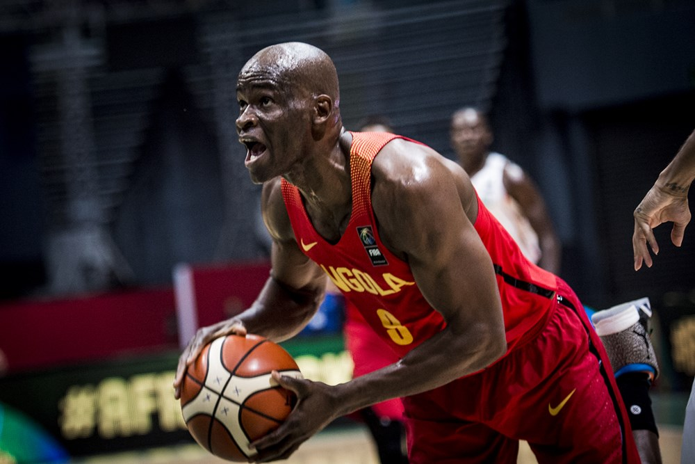 Angola's Leonel Paulo Reacts to Gilas Pilipinas Team