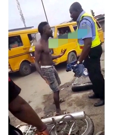 Policeman Fights An Okada Man In Lagos Over N200 Bribe?