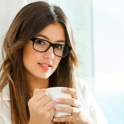 Con gái nữ tính và cà phê sữa đá khiến cho mọi người mới tiếp xúc là thấy thích ngay.