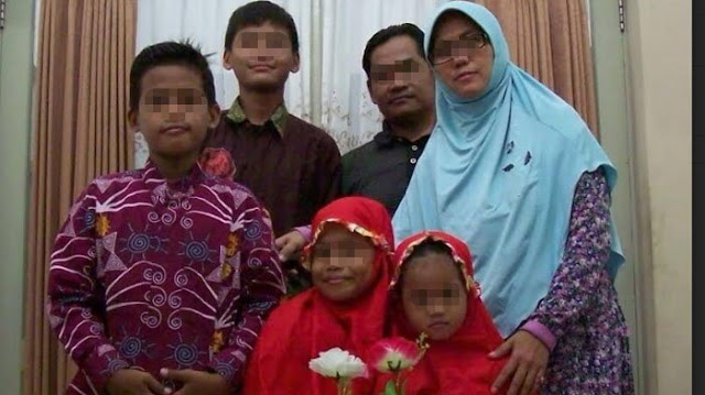 Berikut Foto Keluarga Terduga Pelaku Bom Tiga Gereja di Surabaya