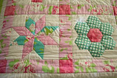 Colcha patchwork. Estrella de ocho puntas. Jardín de la abuela