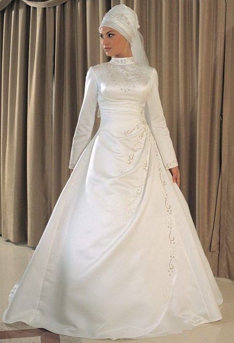 berry 39 s journals look stunning traditional wedding dress