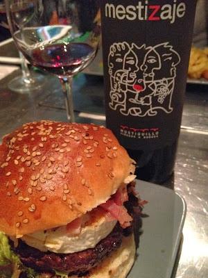 La vaca picada hamburguesería en Madrid  - Hamburguesa -  hamburguesería Madrid - La vaca picada - el gastrónomo - el troblogdita - ÁlvaroGP - Hamburguesa en Madrid - 🍔
