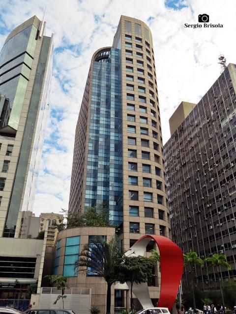 Vista ampla da fachada do Edifício Banco Citibank - Bela Vista - São Paulo