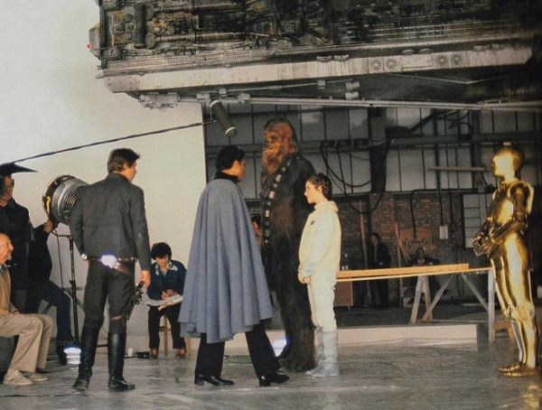 Amazing Behind The Scenes Pictures From Star Wars 1977