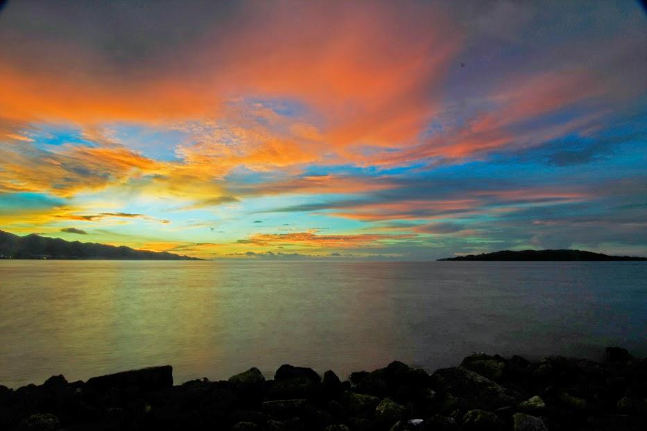 Foto Senja Pantai Manakarra
