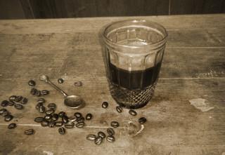 Bagaimana cara menyeduh kopi tanpa gula tapi tetap bisa dinikmati?