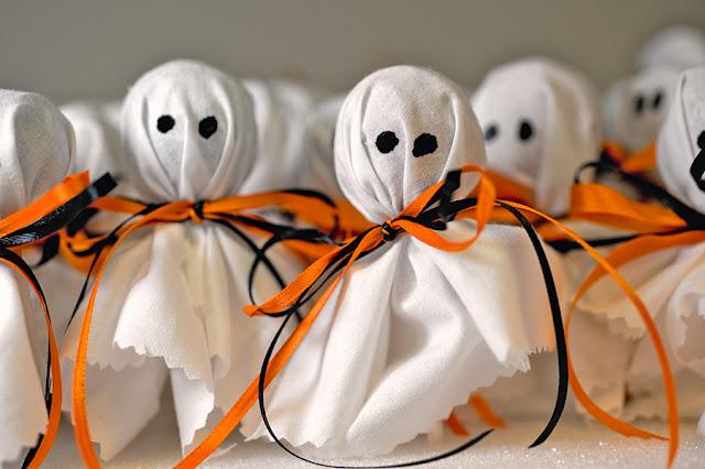 sucette halloween avec tissu blanc