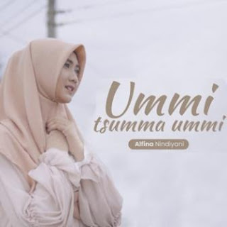Lagu ini masih berupa single yang didistribusikan oleh label Musik Positif Lirik Lagu Alfina Nindiyani - Ummi Tsumma Ummi dan Terjemahan