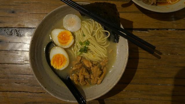 Chicken Ramen Hangat di Mato Restoran Jepang