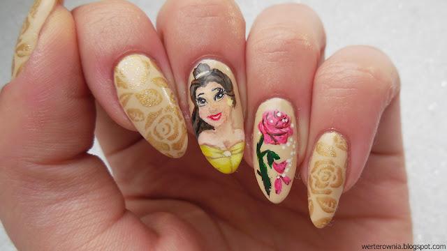 Paznokcie w złote róże, z portretem Belli