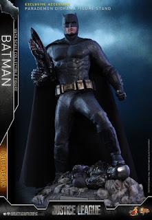 Hot Toys Justice League Batman Deluxe Figure