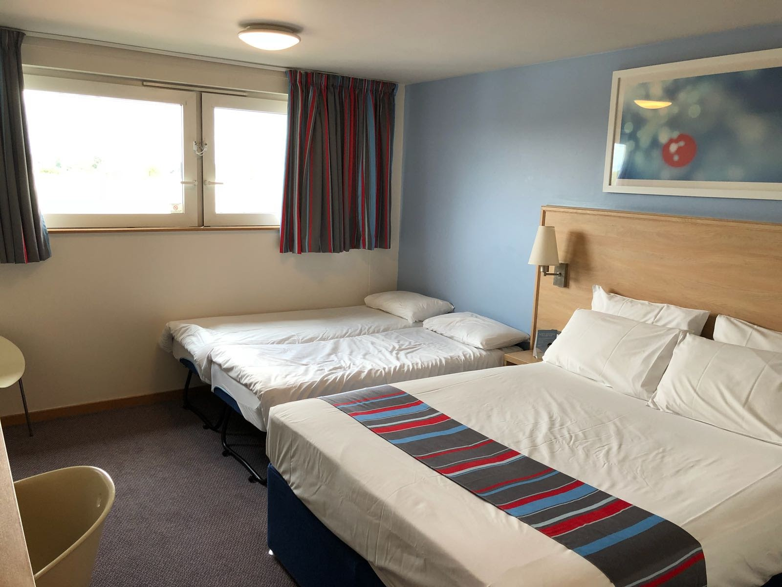 Are Travelodge SuperRooms worth it?  (Travelodge Windsor Central Review) - standard bedroom