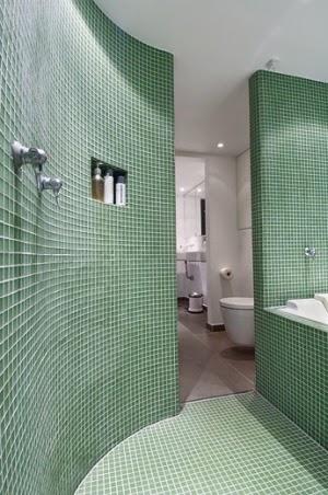 Ã¥pent hus: bad med soner / bathroom delight