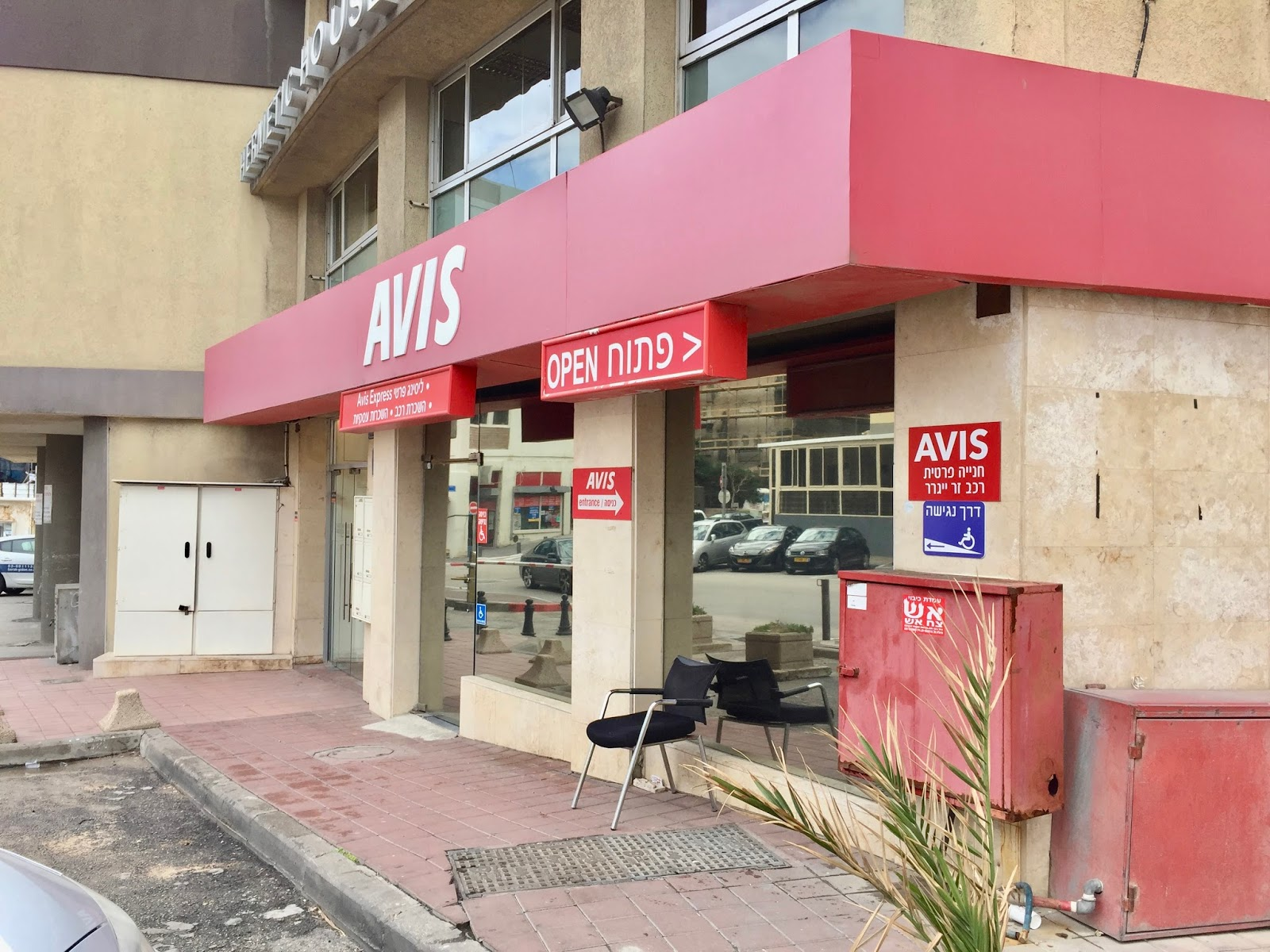 Avis půjčovna aut v Tel Avivu