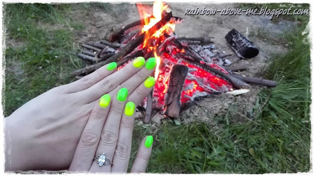 neon hybrid manicure for summer