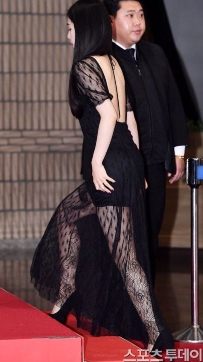 Red Velvet Irene Surprises Fans With This Bare Back Dress