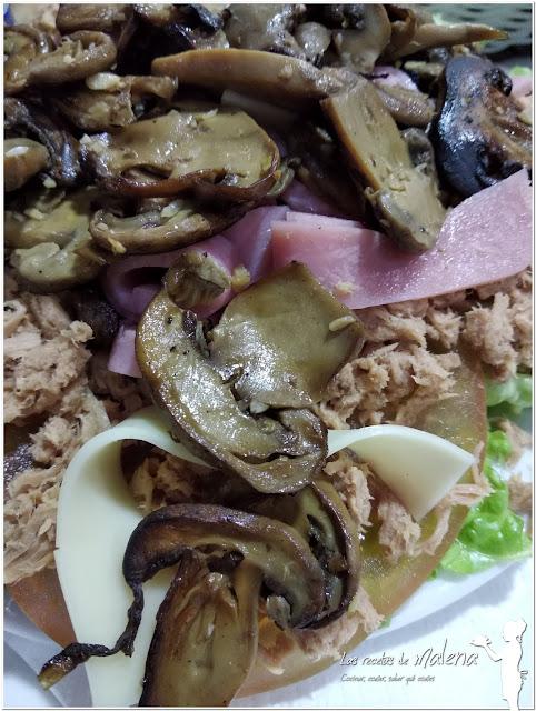 Ensalada  con champiñones frescos. Una ensalada completa que nos sirve como plato único