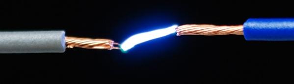 Gambar-Perpindahan-Elektron-Pada-Listrik-Statis