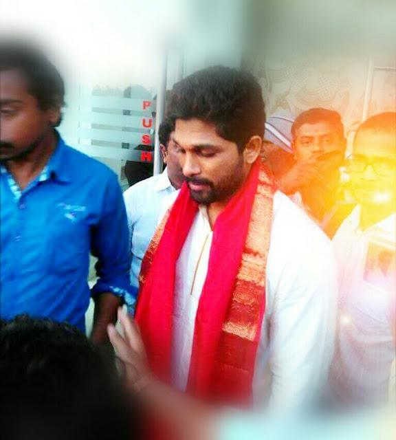 Allu Arjun Visits Tirupathi with his Family members