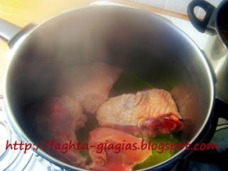 Γαλοπούλα κοκκινιστή με χοντρό μακαρόνι - από «Τα φαγητά της γιαγιάς»
