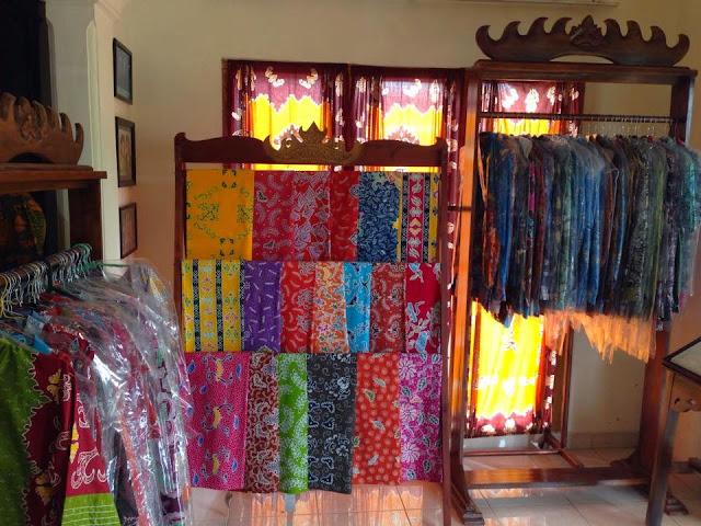 batik tulis motif lampung karya Mama una batik siger lampung