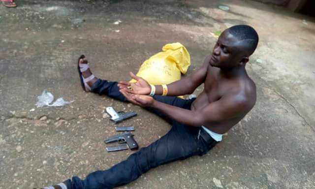 Photos: Man nabbed at Obudu Motor Park with pistols and magazines buried in a bag of garri