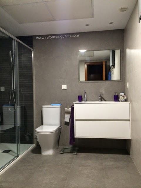 baos azulejos media de bao con porcelnico rectificado y armario para la baos azulejos media altura