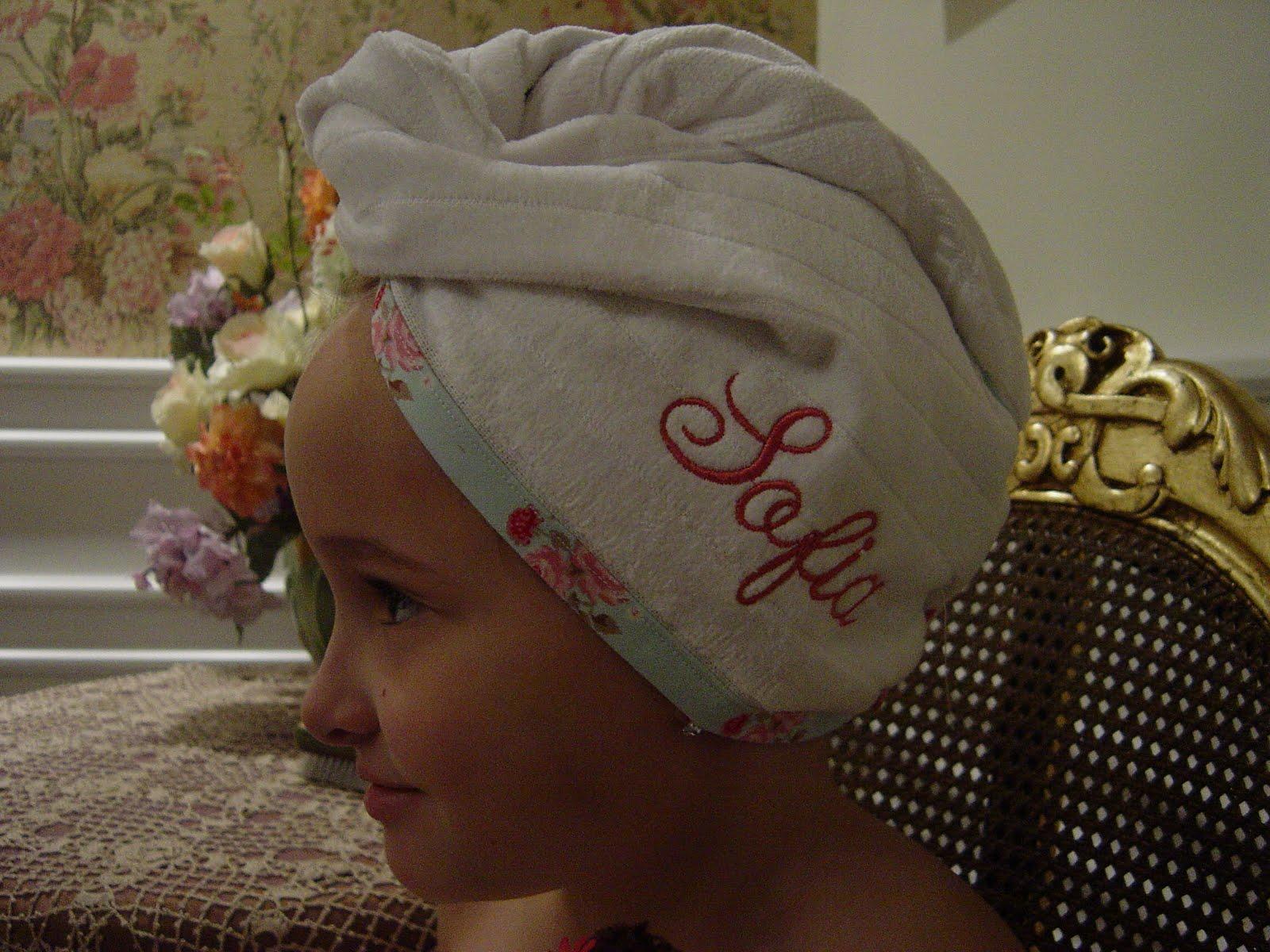 Este kit personalizado de toalha de rosto e banho está fazendo o maior  sucesso com a garotada! É uma ótima opção para presente! 264ad2b384d