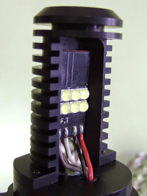 サインハウス LED RIBBON(エルリボン)H4 LEDヘッドライトバルブ別角度からの発光部アップ