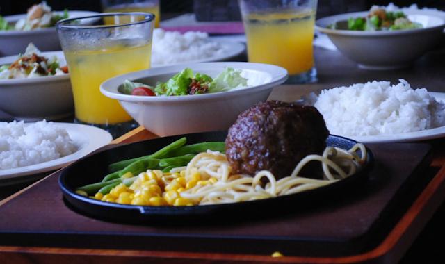 Burger Ala Jepang dengan Sensasi Kelembutan Hambagu