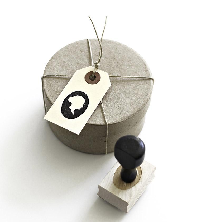Personaliza tus etiquetas para regalo con sellos