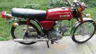 Suzuki A100 adalah motor suzuki pertama di indonesia
