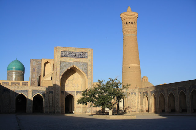 Ouzbékistan, Boukhara, Kaylan, mosquée, minaret, © L. Gigout, 2010