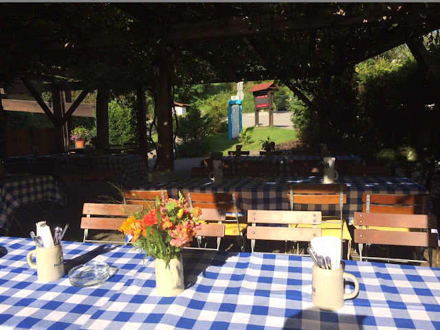 Biergarten, Trachtenhochzeit in den Bergen von Bayern, Riessersee Hotel Garmisch-Partenkirchen, Wedding in Bavaria