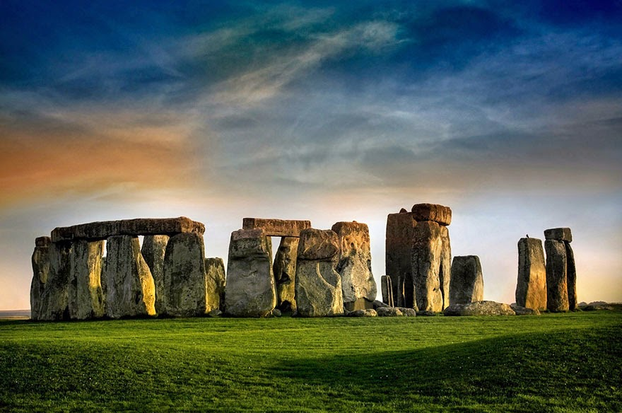 16 Of Your Favorite Landmarks Photographed WITH Their True Surroundings! - Stonehenge, Wiltshire, England
